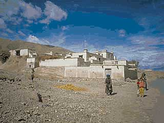 a village on the way to Shigatse